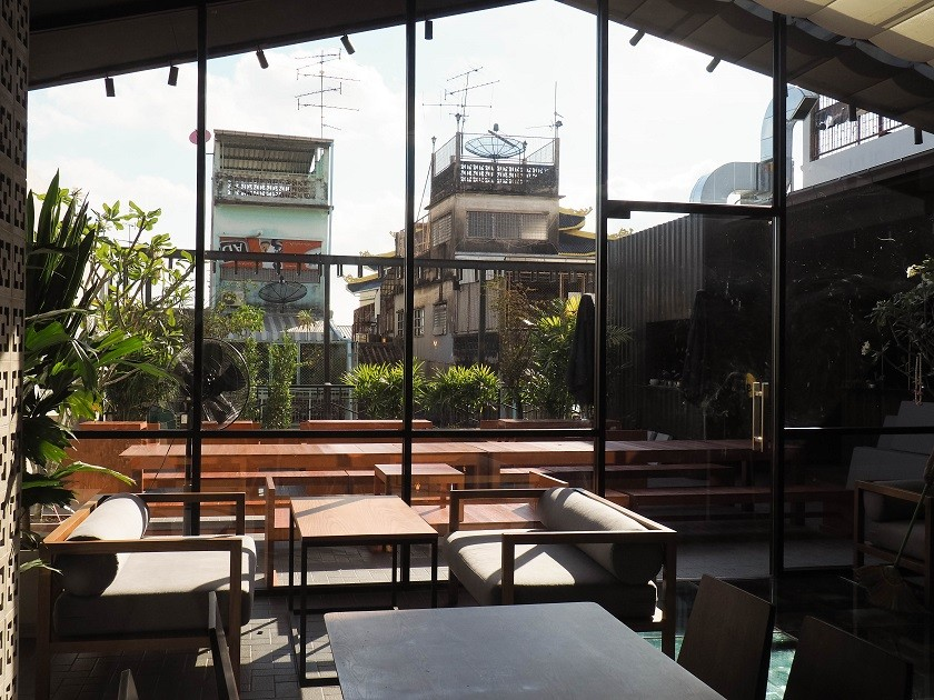 Bangkok rooftop bar hostel